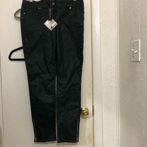 white/ Black size 4
